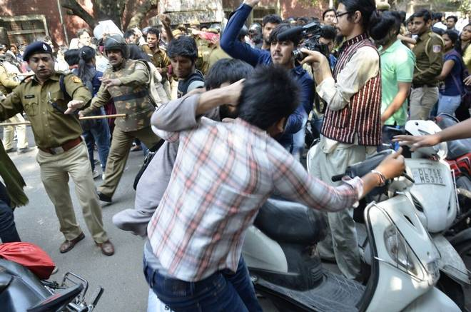 Dear Journalists, Please be Objective; Acknowledge that the ABVP Was Violent at the 22 Feb Ramjas Protest