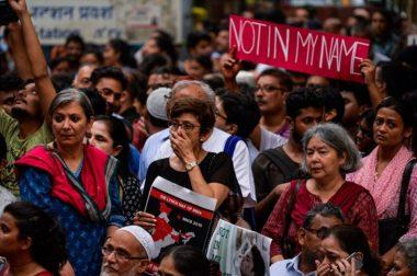 """Crowd Support Alimuddin's Killers, Chant """"Bharat Mata Ki Jai"""" Outside Court"""