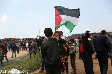 """We want to return to our land"": Thousands of Palestinians at  The Great Return March"