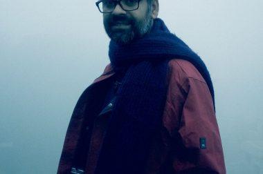 अच्युतानंद मिश्र की कविताएँ : अपने जीवनानुभवों के साथ ईमानदार बर्ताव की कविताएँ हैं