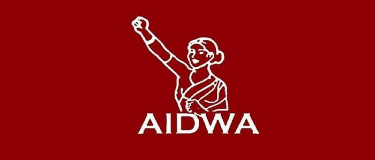 AIDWA condemns brutal police action inside university campuses