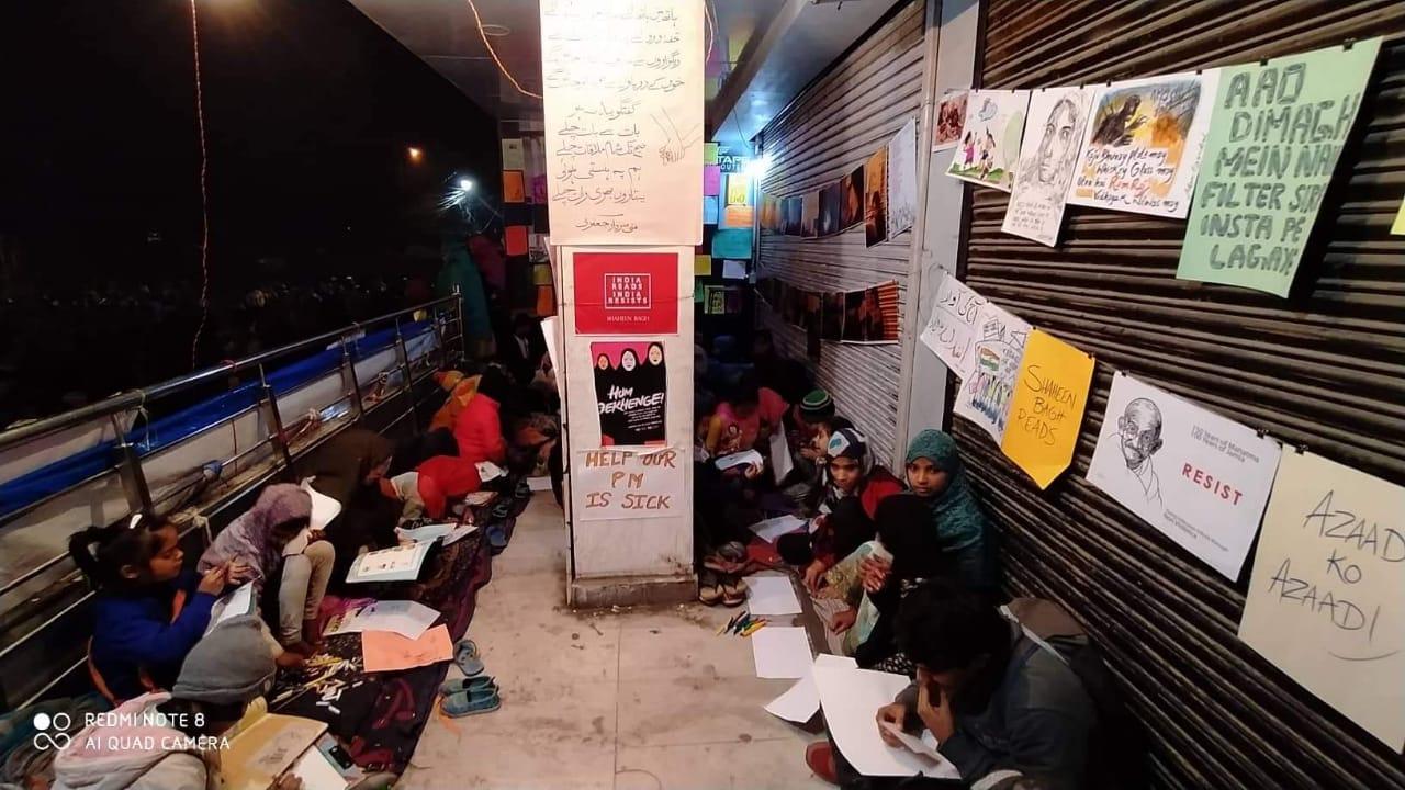 शाहीन बाग़ : सीएए विरोध के बीच बच्चों को मिल रही है इंक़लाबी तालीम