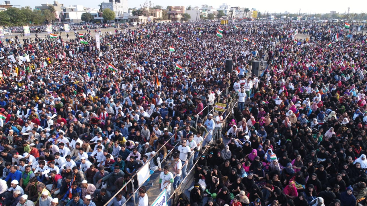 "Indore reverberates with the chant of 'Hum Kaagaz Nahi Dikhaenge"""